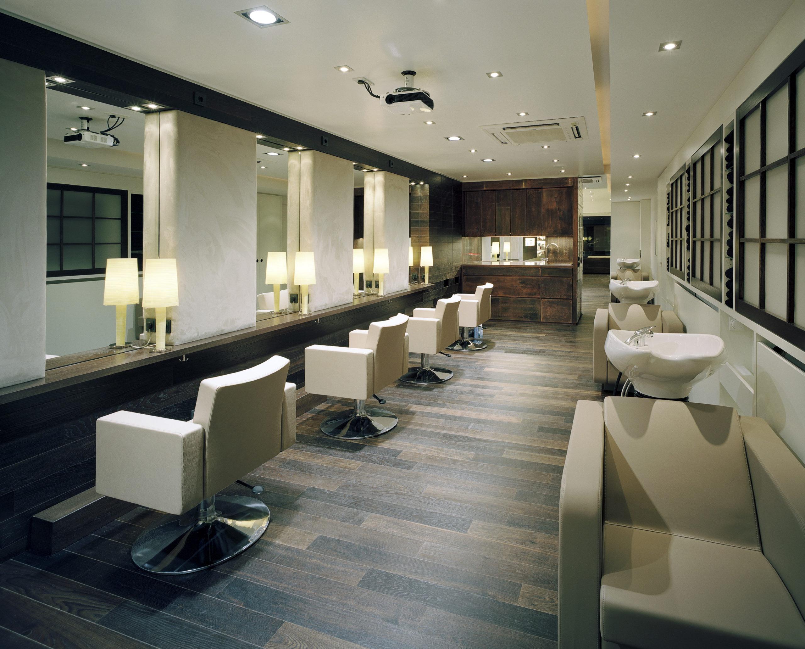 Herzlich willkommen - ein ruhiger Salon, mitten in Frankfurts Innenstadt