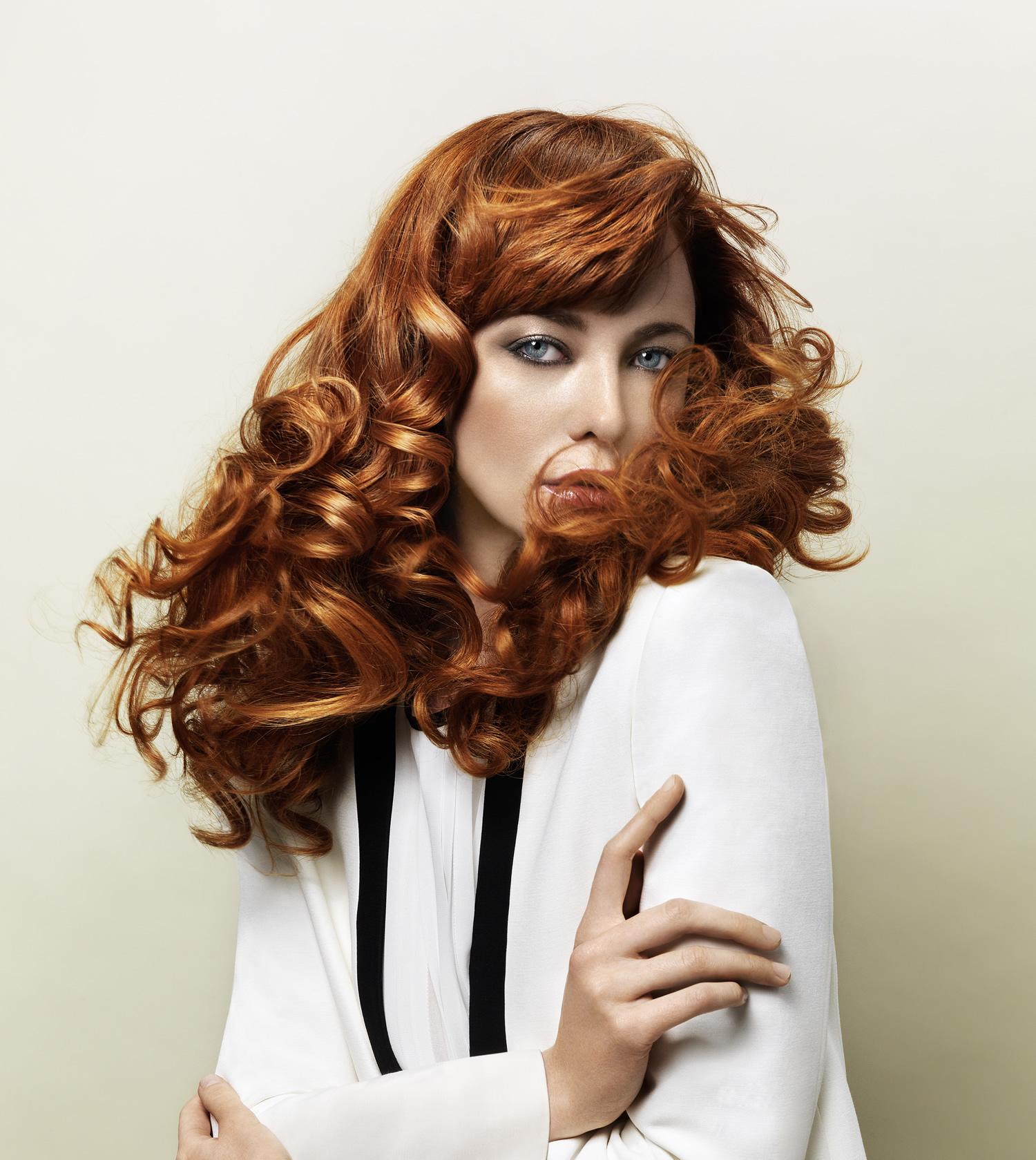 Wir setzen neue Maßstäbe für natürlich wirkende Colorationen mit beeindruckenden Lichtreflexion und Haarschutz