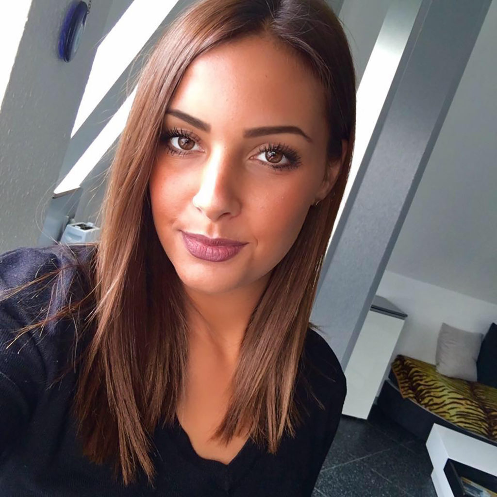 Manuela | Friseurin Frankfurt @salon.tobiastroendle